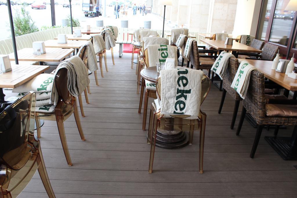 Терраса ресторана с фото